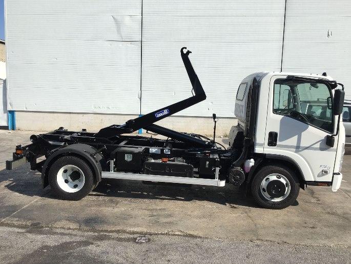 Camión ligero equipado con gancho