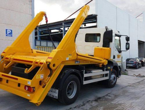 Camion preparado multicontainer