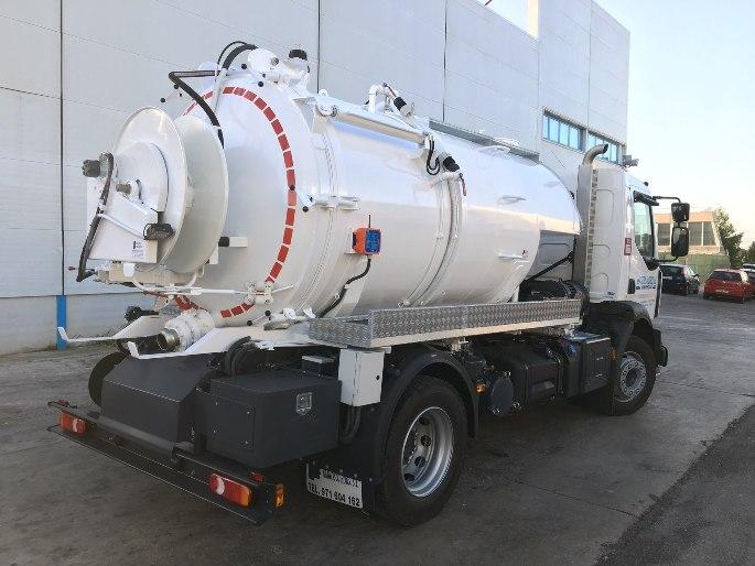 camión con cuba para lodos o regadio