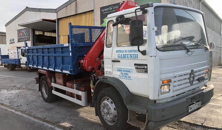 Modificación de camión ligero con cambio de grúa de elevación