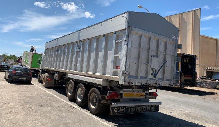 camion bañera de 12 metros con tapas hidráulicas por Carrocerías Francisco