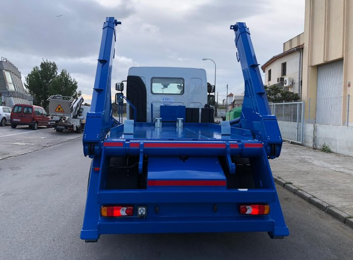 camión carrozado con equipo cayvol MCBT14 para contenedores