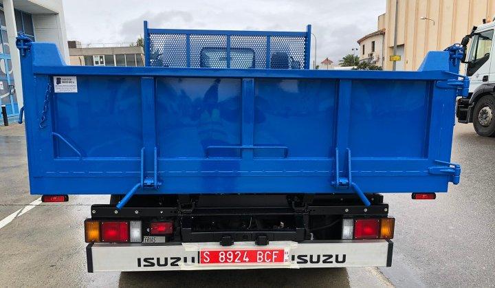 Fabricación de carrocería caja abierta basculante en Mallorca