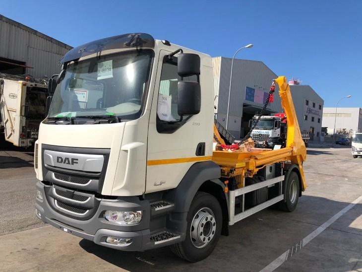 carrozado multicontainer sobre camión de la marca cayvol