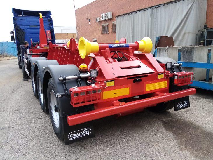 camión con carrocería Cayvol hecho por carrocerías Francisco